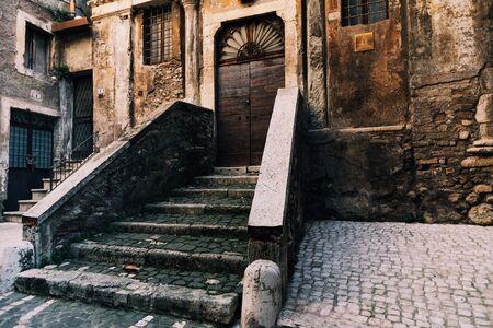 Entrance to the church in Tivoli, Italy 免版税图像