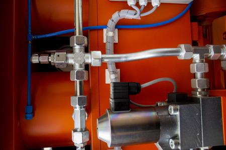 Una conduttura del sistema idraulico è ad alta pressione con le valvole di idromartello