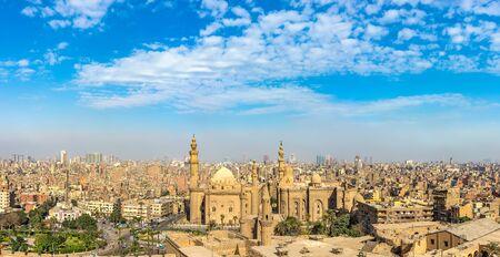 Panoramablick auf die Sultan-Hassan-Moschee Standard-Bild