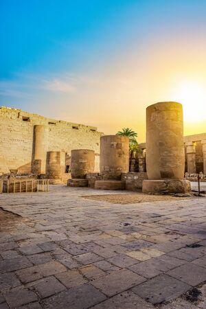 Sunrise in Karnak Temple Imagens