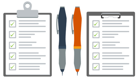 cheque en blanco: Portapapeles ilustrado con lista de control o encuesta en papel y un bolígrafo azul y naranja. vectores de color gráfico plano.