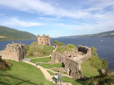 loch: Castle on the edge of Loch Ness