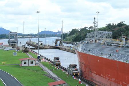 miraflores: Panama Canal 2016 Miraflores Editorial