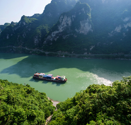 xiling gorge: shipping boat