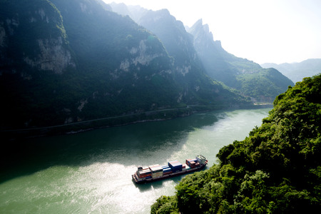 three gorges: shipping boat