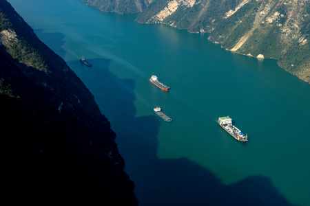 xiling gorge: The three gorges shipping