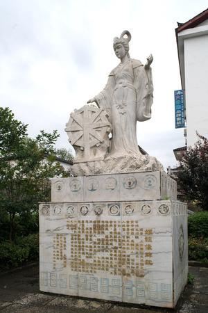 sericulture: Leizu statue