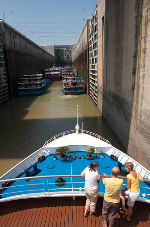 gorges: Three Gorges ship lock Editorial