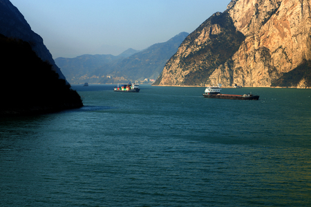 yangtze: The Three Gorges of the Yangtze River