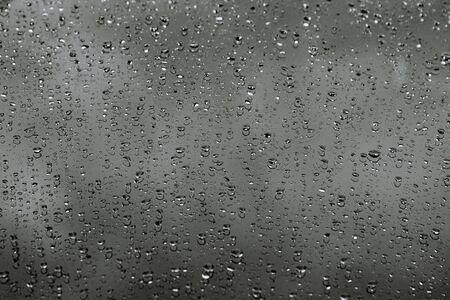 Waterdruppels op auto. Achtergrond. Druppels regen