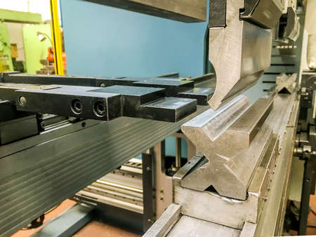 Modern hydraulic metal bending machine in a metallurgical factory Banque d'images - 157897991