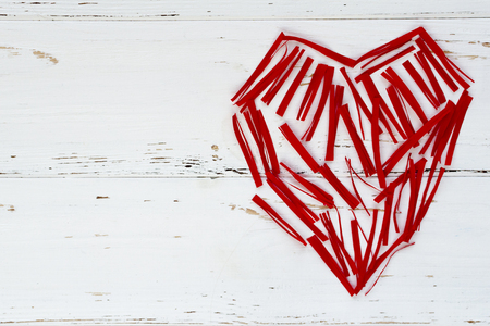 red heart maden from small paper pieces Stok Fotoğraf - 93311029