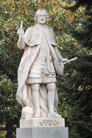 vi: MADRID, SPAIN - DECEMBER 13, 2016: Sculpture of Alfonso VI the Brave, or the Valiant, King of Castile and Leon, set near the Royal Palace of Madrid. He reigned from 1072 to his death in 1109.