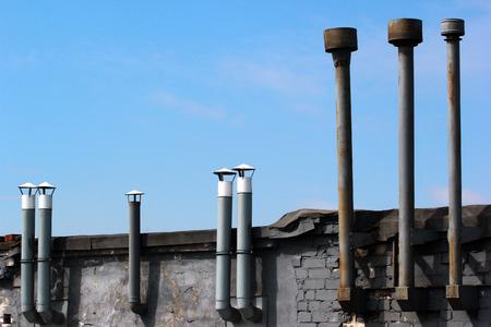 Oude metalen schoorstenen