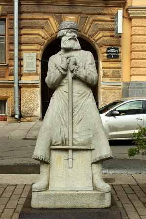 SAINT PETERSBURG, RUSSIA - JULY 6, 2017: Traditional Russian street cleaner with snow shovel. Sculpture by Ian Neiman in historical center of Saint Petersburg. Sajtókép