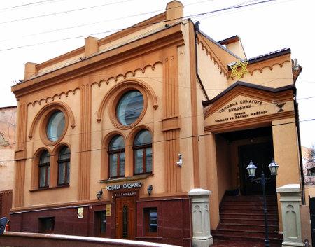 Czernowitz, Ukraine - 20. Dezember 2017: Hauptsynagoge von Bukovyna benannt nach Israel und Zelda Maiberg, gelegen auf Sadovskogo-Straße.