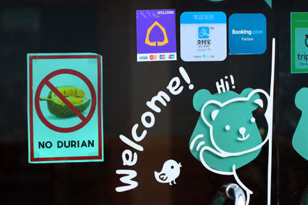 Chiang Mai, Thailand - December 3, 2019: No Durian sign on the door of Little Bears Home hotel in Old Town of Chiang Mai. Éditoriale