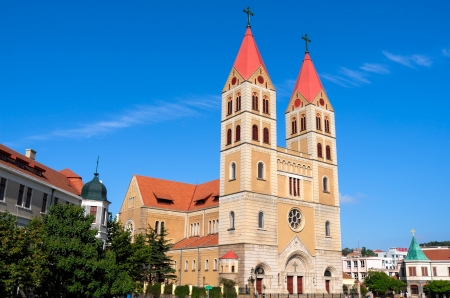 arrive: The Qingdao of China, Catholic church, has many people in the weekend to arrive at here