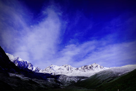 sierra snow: Gongkar mountain scenery