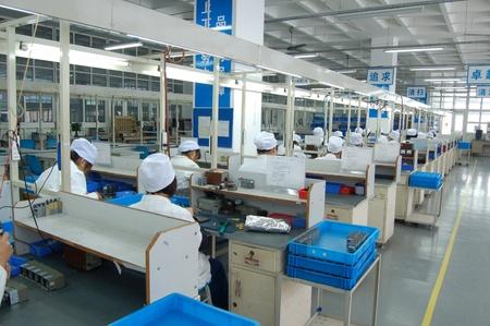 Travailleurs de première ligne de production