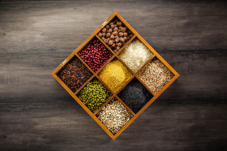 Variety of legume and grains in a box Standard-Bild