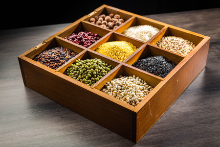 Variety of legume and grains in a box Standard-Bild - 101475670