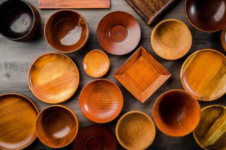Wooden tableware Standard-Bild - 101420159