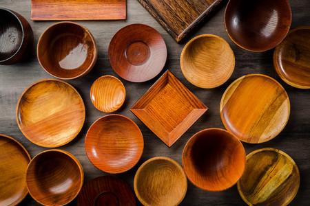 Wooden tableware Standard-Bild - 101420185