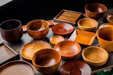 Wooden tableware Standard-Bild - 101420165