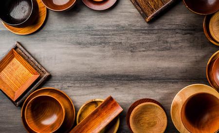 Wooden tableware Standard-Bild - 101420171