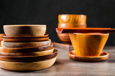 Wooden tableware Standard-Bild - 101475876