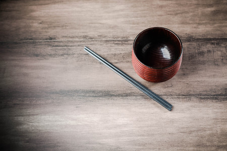 Wooden tea cup and chopsticks on the table Standard-Bild - 101475987
