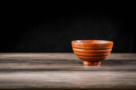 Wooden bowl and chopsticks on the table Standard-Bild - 101475995