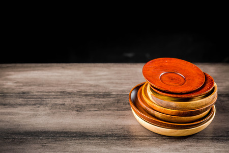 Wooden plates stacked on the table Standard-Bild - 101476029