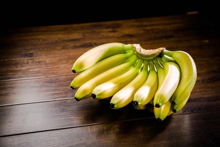 A bunch of bananas Standard-Bild - 101476060