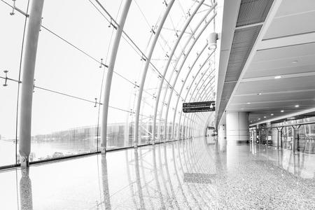 getaways: Guangzhou futurista gente Aeropuerto interiores caminando en el desenfoque de movimiento