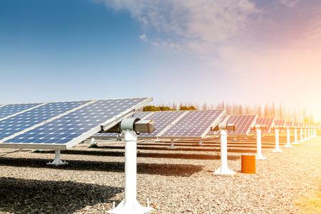 erneuerbar: Kraftwerk mit erneuerbaren Solarenergie Lizenzfreie Bilder