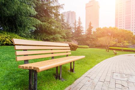 lazer: Bench no parque da cidade Imagens