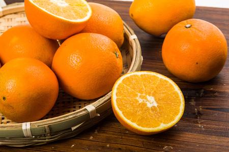 cut: cut oranges