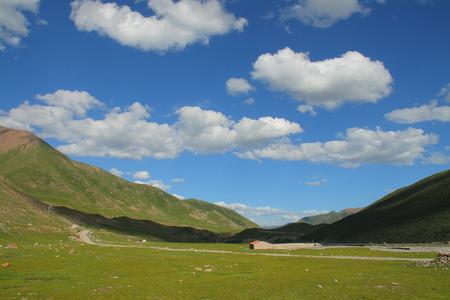 parapet wall: Landscape on Tibetan Plateau, Qinghai, China