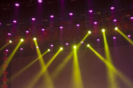 fari da palco: fase luci colorate in una sede locale notturno Archivio Fotografico