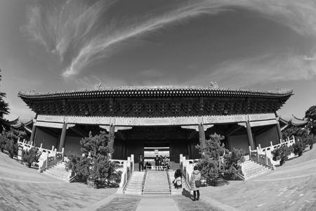 alabarda: PECHINO - 22 dicembre: L'architettura del paesaggio cancello alabarda del Tempio Ancestrale ed Imperiale, il 22 dicembre 2013, Pechino, Cina. Editoriali