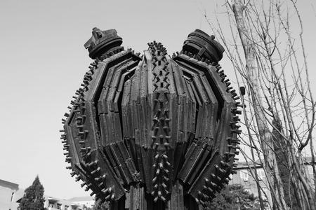 metal sculpture: TANGSHAN - 2 gennaio: La scultura di metallo essere celeste, nel parco nazionale di miniera Kailuan, il 2 gennaio 2014, citt� di Tangshan, provincia di Hebei, Cina. Editoriali