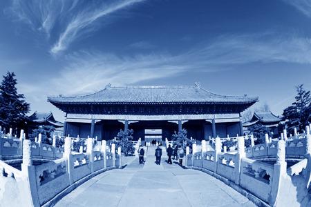 alabarda: PECHINO - 22 dicembre: Il paesaggio cancello alabarda e costruzione ponte del Tempio Ancestrale ed Imperiale, il 22 dicembre, 2013, Pechino, Cina.