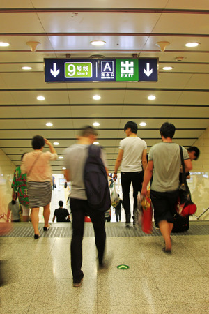 station m�tro: passengers in a subway station in Beijing, China  �ditoriale