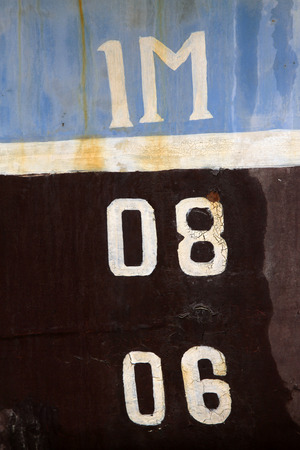 linea de flotaci�n: L�nea de flotaci�n del buque, primer plano de la foto Foto de archivo
