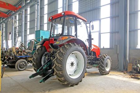 ストレージ ・ ワーク ショップは、8 月 16 日にラン南郡 - 8 月 16 日: 大型トラクター 2014 年ラン南郡、河北省、中国