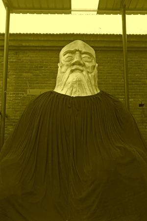 sotana: Jing County - 08 de diciembre: La escultura templo Kaifu, de 08 de diciembre 2013, de Jing County, provincia de Hebei, China.