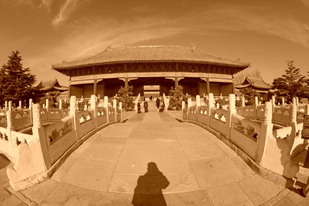 alabarda: PECHINO - 22 dicembre: Il cancello alabarda e il ponte costruzione del paesaggio del Tempio Ancestrale ed Imperiale, il 22 dicembre 2013, Pechino, Cina.