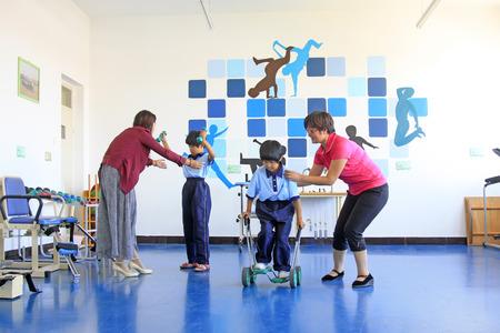 リハビリテーション学校、2014 年 9 月 3 日、ラン南郡、河北省、中国でのリハビリ訓練を行うラン南郡 - 9 月 3 日: 無効に支援養成